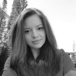 Iulia - redactie Flashnews.ro