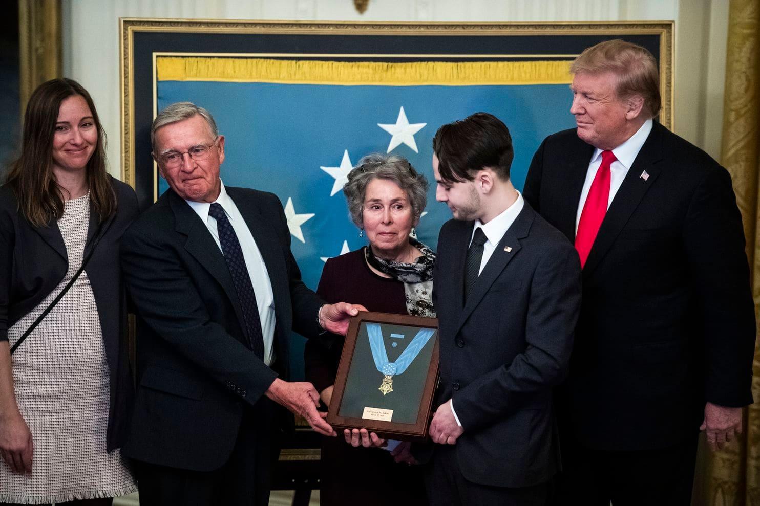 Medalia de Onoare Travis Atkins Donald Trump