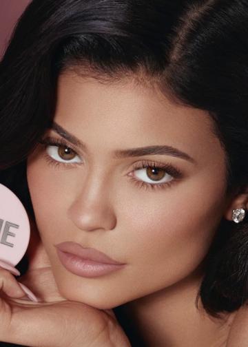 Kylie Jenner, pentru al doilea an consecutiv este desemnata de Forbes cea mai tanara miliardara pe forte proprii
